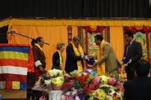 11-Mayor of Rushmoor receives pennant