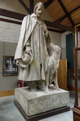 6-The immense model of the monument to Lord Tennyson