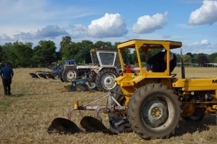 1a-Tractors lining up to start ploughing