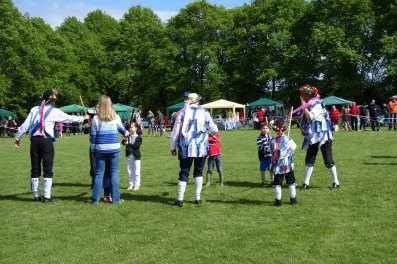 The Morris Dancers educate invited youngsters