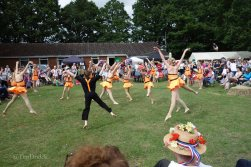 15-Leanne Edwards School dancers