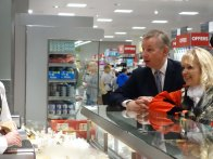 5-Rt Hon Michael Gove MP with Surrey Heath Mayor at the Deli counter