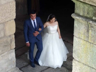 4-The bride and groom emerge from São Gonçalo Church