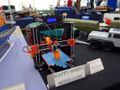 3-£D printer in the model tent