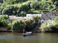 2-hand-ferry-at-symonds-yat