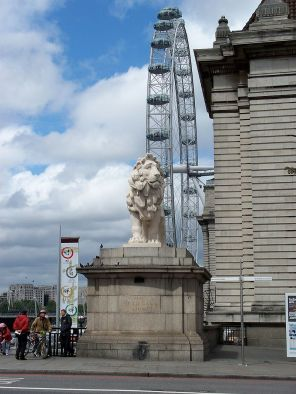 2-the-south_bank_lion-wide-view