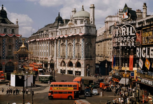 picadilly-circus-1953-by-david-boyer