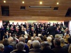 3-surrey-heath-singers-with-soloist-james-atherton