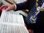 6-surrey-heaths-mayor-browses-the-st-nicolas-score