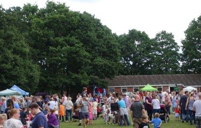 1-Crowds at Bisley Strawberry Fayre