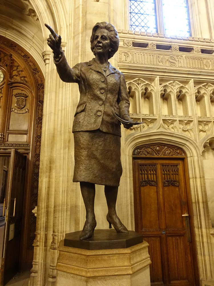 Mrs Thatcher statue in the Mem...