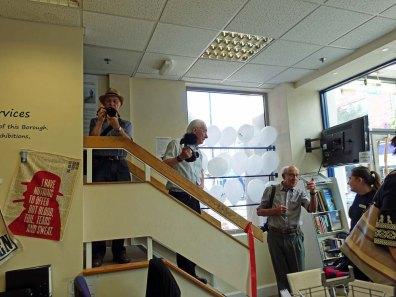 7-Camera club members look for best vantage point