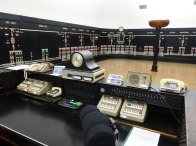 5-Control desk