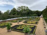 3-George Washington replica garden