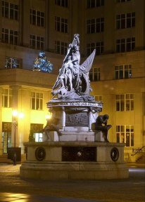 13-Nelson_Monument,_Liverpool by Irate